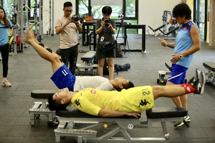 Chuyên gia Choi Ju Young chia sẻ việc điều trị chấn thương cầu thủ Việt Nam